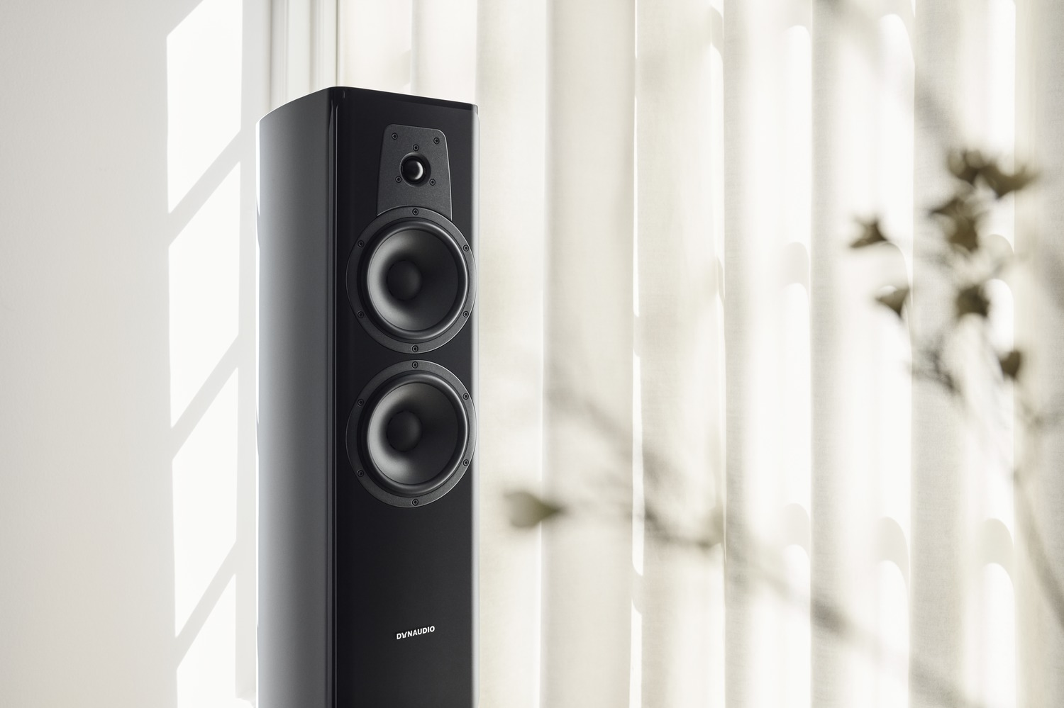 dynaudio contour 30i black high gloss 01